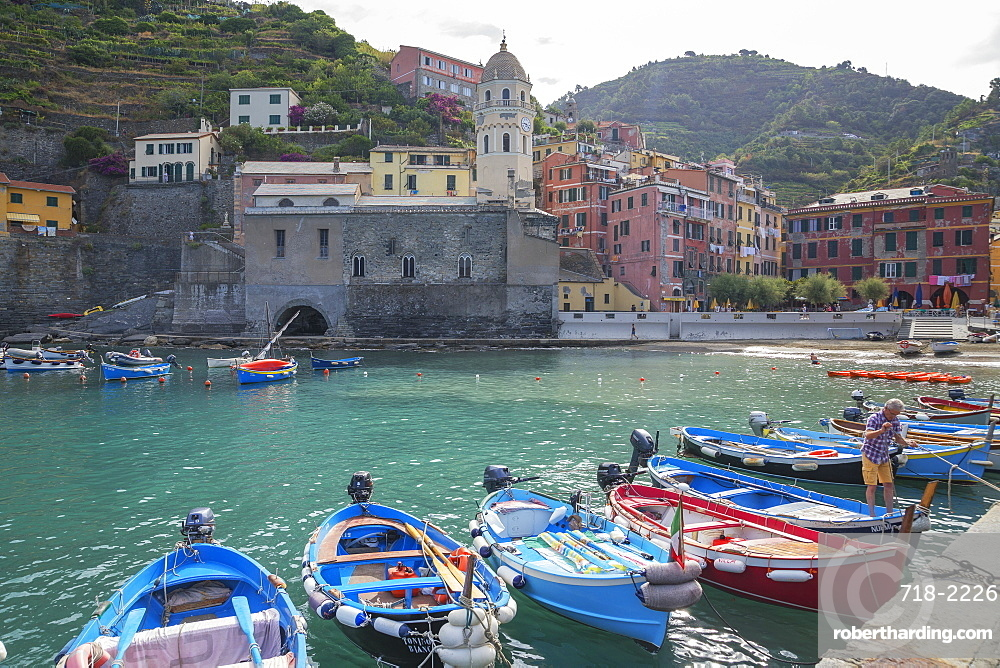 Harbour and boats, Vernazza, Cinque Terre, UNESCO World Heritage Site, Liguria, Italy, Europe