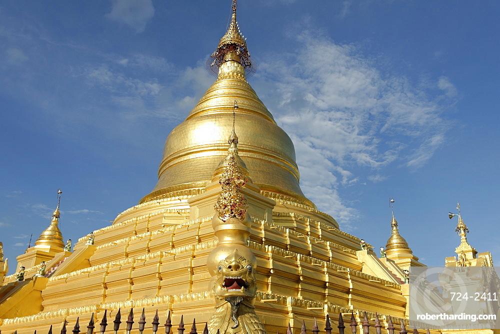 The Kuthodaw Pagoda, Mandalay city, Mandalay Division, Republic of the Union of Myanmar (Burma), Asia