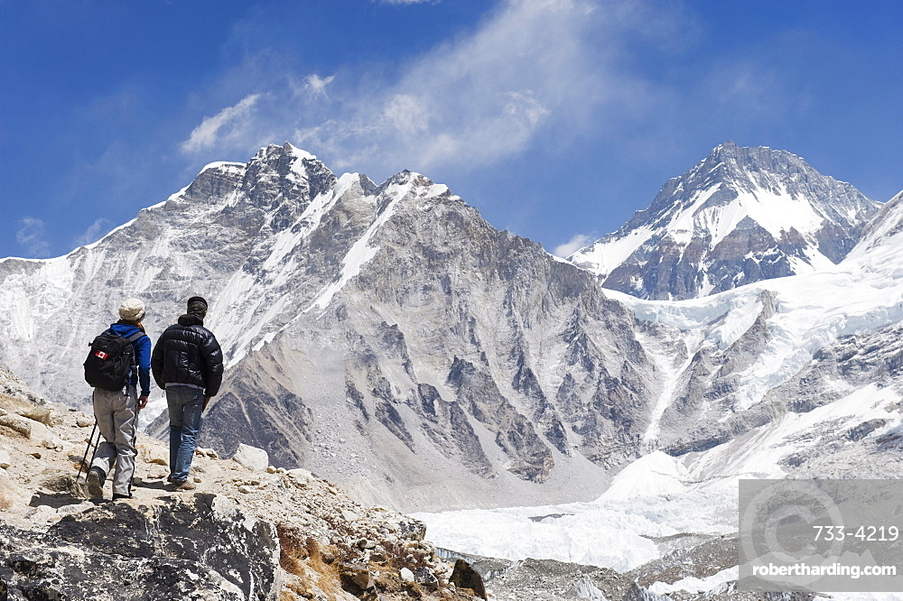 Trekkers looking at the Western Cwm glacier, Solu Khumbu Everest Region, Sagarmatha National Park, Himalayas, Nepal, Asia