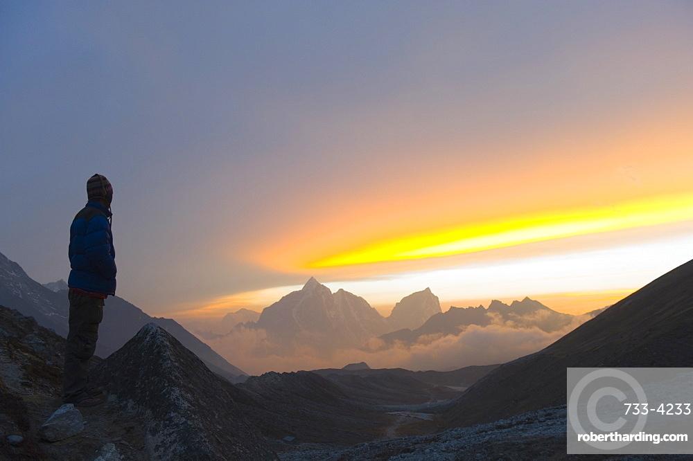 Trekker watching the sunset over Cholatse, 6335m, Solu Khumbu Everest Region, Sagarmatha National Park, Himalayas, Nepal, Asia