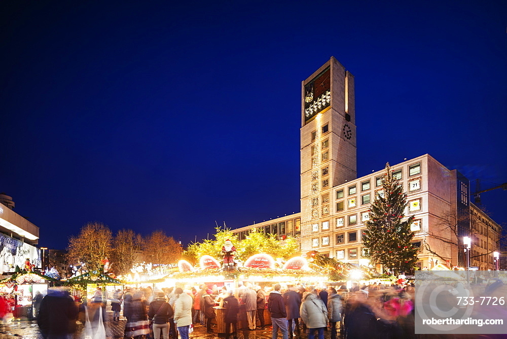 Europe, Germany, Baden Wurtemberg, Stuttgart, Christmas market at Town Hall square