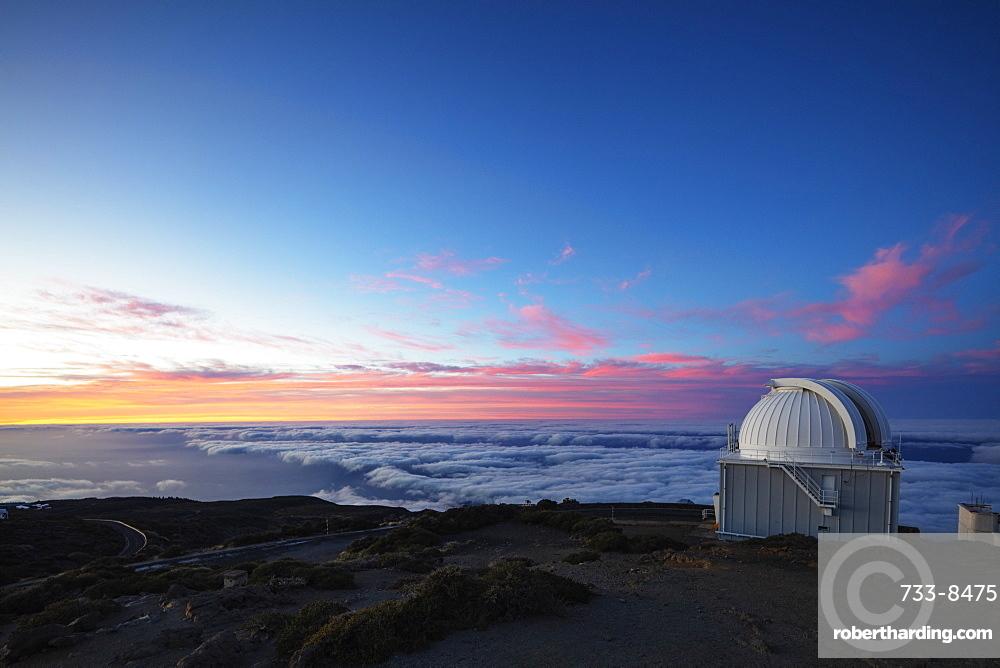 Europe, Spain, Canary Islands, La Palma, Unesco Biosphere site, National Park Caldera de Taburiente, Telescope observatory