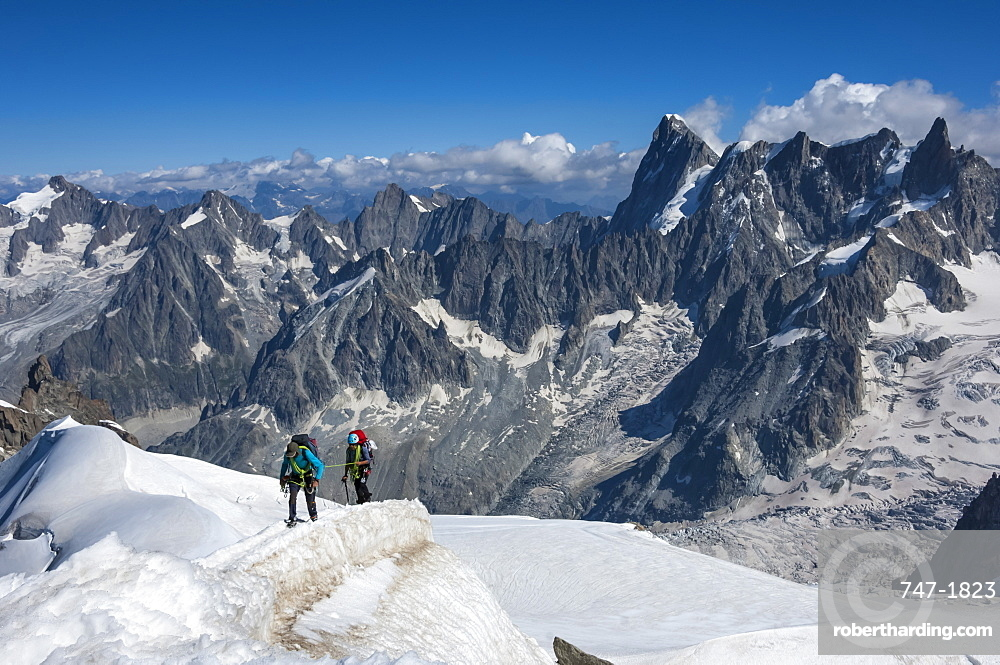 Climbers approaching the Tunnel to the Aiguile du Midi, 3842m, Graian Alps, Chamonix, Haute Savoie, French Alps, France, Europe