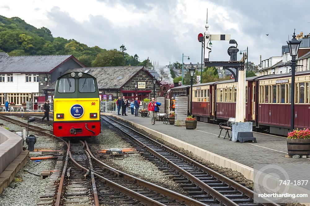 Narrow gauge Blaenau Ffestiniog railway station at Porthmadog, Llyn Peninsular, Gwynedd, Wales, United Kingdom, Europe