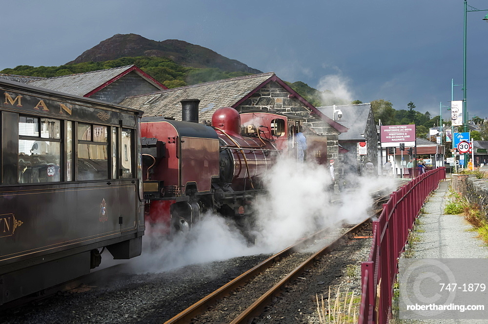 Narrow gauge Blaenau Ffestiniog railway station at Porthmadog, train leaving, Llyn Peninsular, Gwynedd, Wales, United Kingdom, Europe