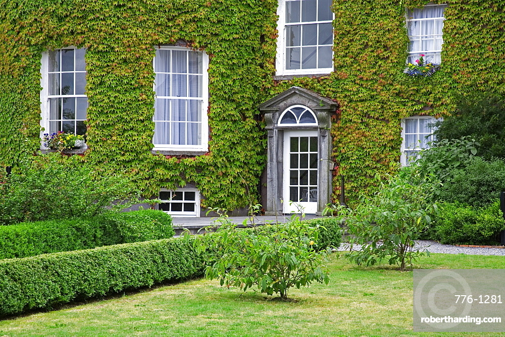 Ivy covered Butler House, Kilkenny City, County Kilkenny, Leinster, Republic of Ireland, Europe