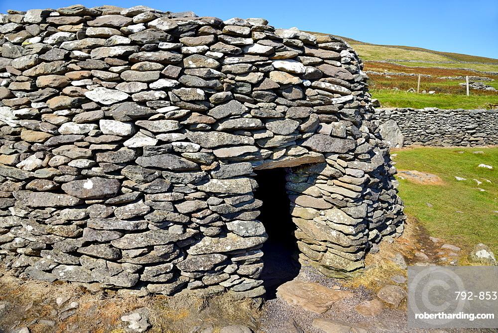 Beehive huts, Fahan, Slea Head Drive, Dingle Peninsula, Wild Atlantic Way, County Kerry, Munster, Republic of Ireland, Europe