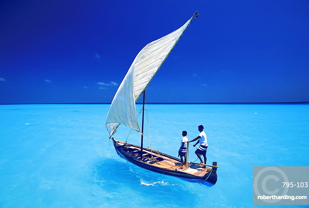 Sailing with traditional dhoni, North Male Atoll, Maldives, Indian Ocean, Asia