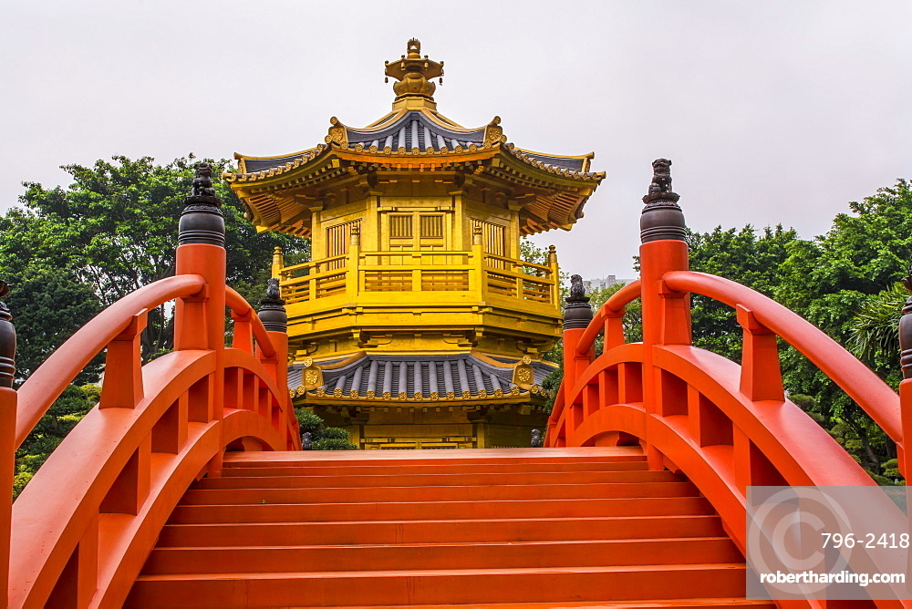 The pagoda at the Chi Lin Nunnery and Nan Lian Garden, Kowloon, Hong Kong, China, Asia