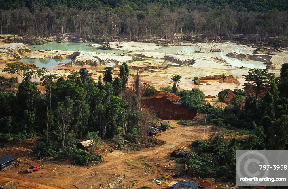 BRAZIL Mato Grosso Peixoto de Azevedo Garimpo  small scale gold mining  on former Panara territory showing deforestation and pollution. Garimpeiro prospectors in informal economy have displaced tribal Panara Indians formerly known as Kreen-Akrore  Krenhakarore  Krenakore  Krenakarore  Amazon American Brasil Brazilian Ecology Entorno Environmental Environment Green Issues Kreen Akore Latin America Latino Scenic South America