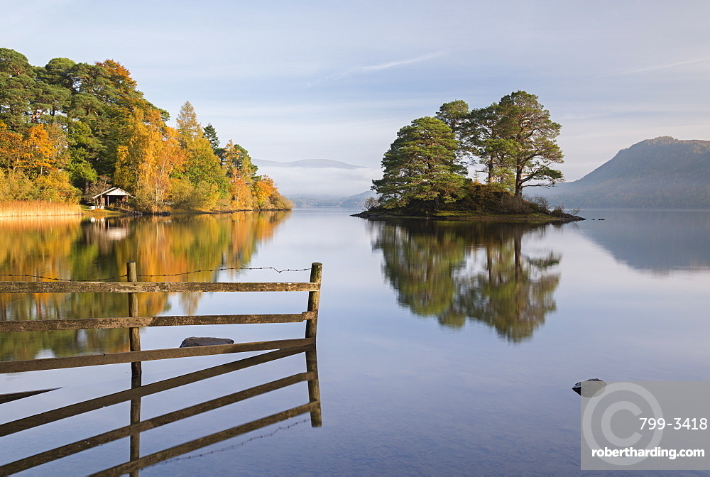 Autumnal scenery on the shore of Derwent Water in the Lake District National Park, Cumbria, England, United Kingdom, Europe