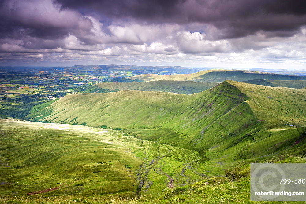 Cribyn viewed from Pen-y-Fan, the highest mountain in the Brecon Beacons National Park, Powys, Wales, United Kingdom, Europe