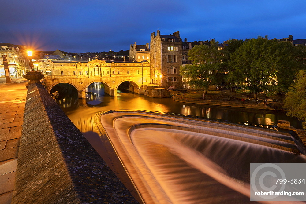 Night shot of Pulteney Bridge and the River Avon weir, Bath, Somerset, England. Summer (June) 2019.