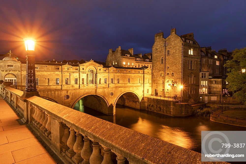 Pulteney Bridge and the River Avon at night, Bath, UNESCO World Heritage Site, Somerset, England, United Kingdom, Europe