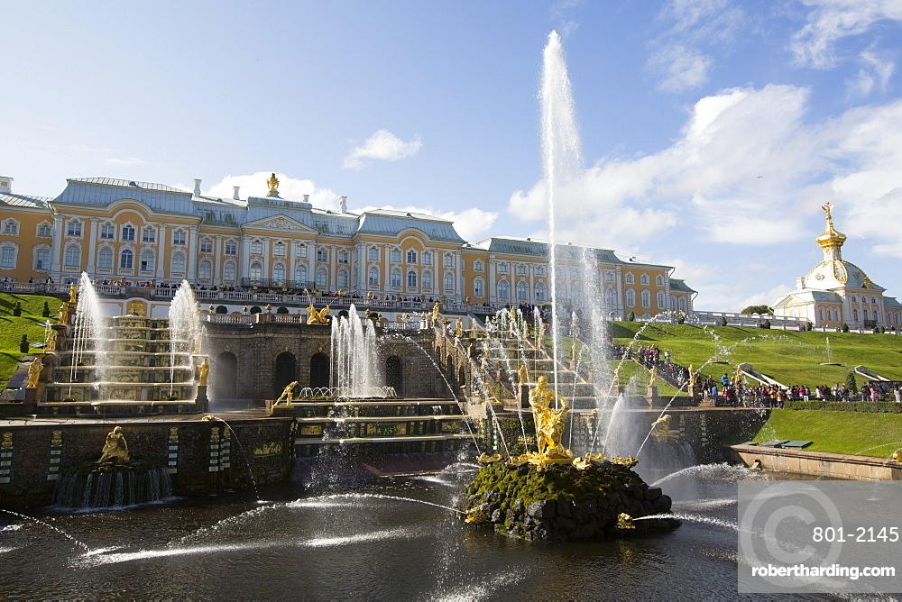 Great Cascade, Great Palace (background), Peterhof, UNESCO World Heritage Site, Russia