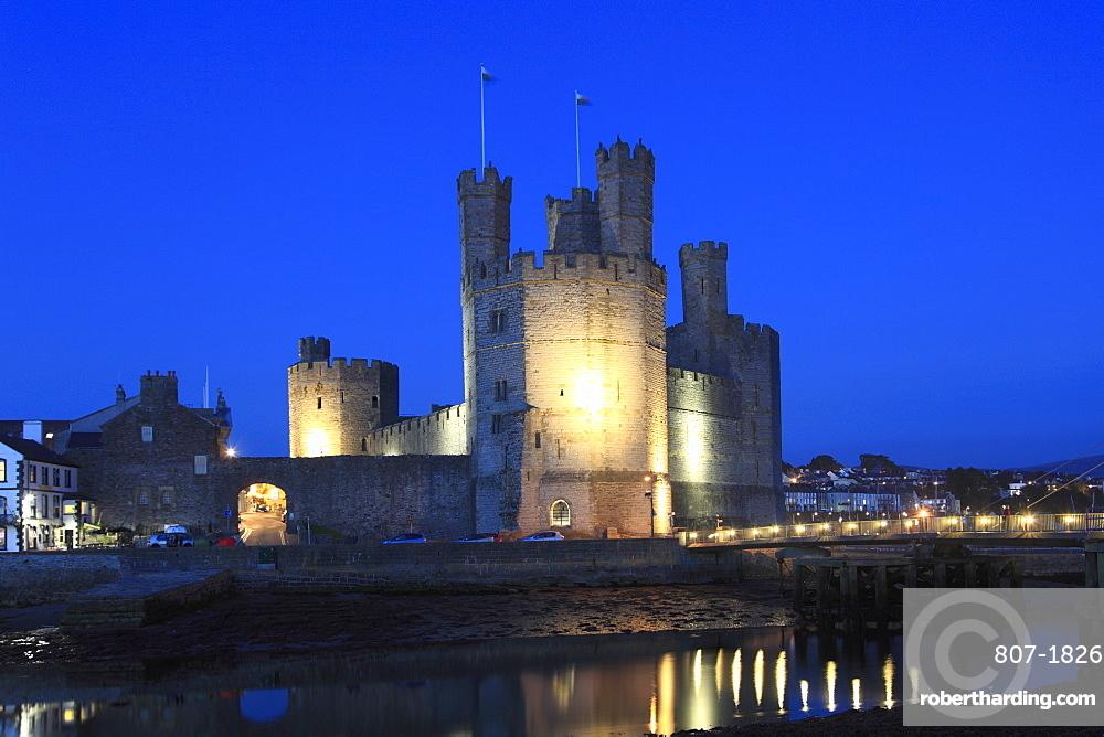 Caernarfon Castle at night, UNESCO World Heritage Site, Caernarfon, Gwynedd, North Wales, Wales, United Kingdom, Europe