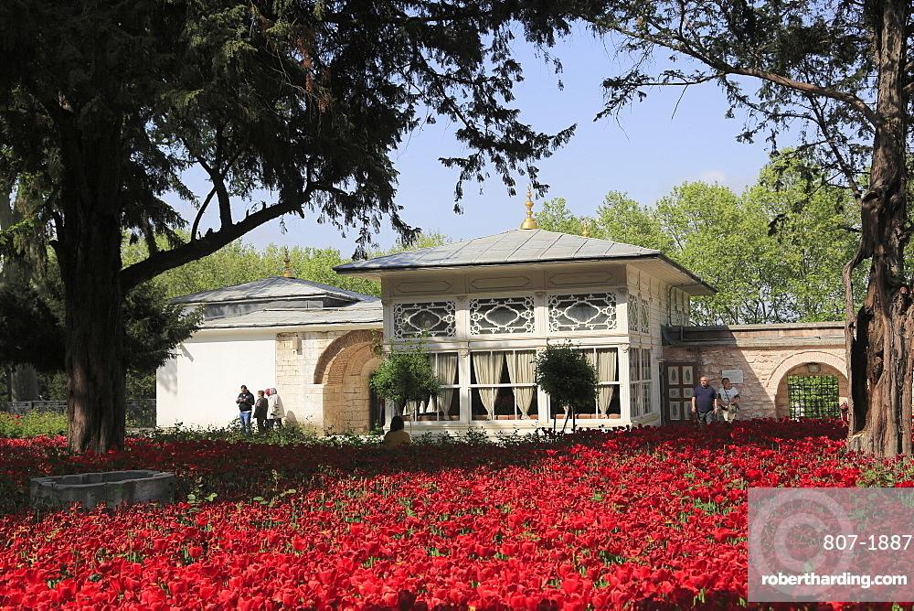 Terrace Kiosk, Tulip Garden, Fourth Courtyard, Topkapi Palace, UNESCO World Heritage Site, Istanbul, Turkey, Europe