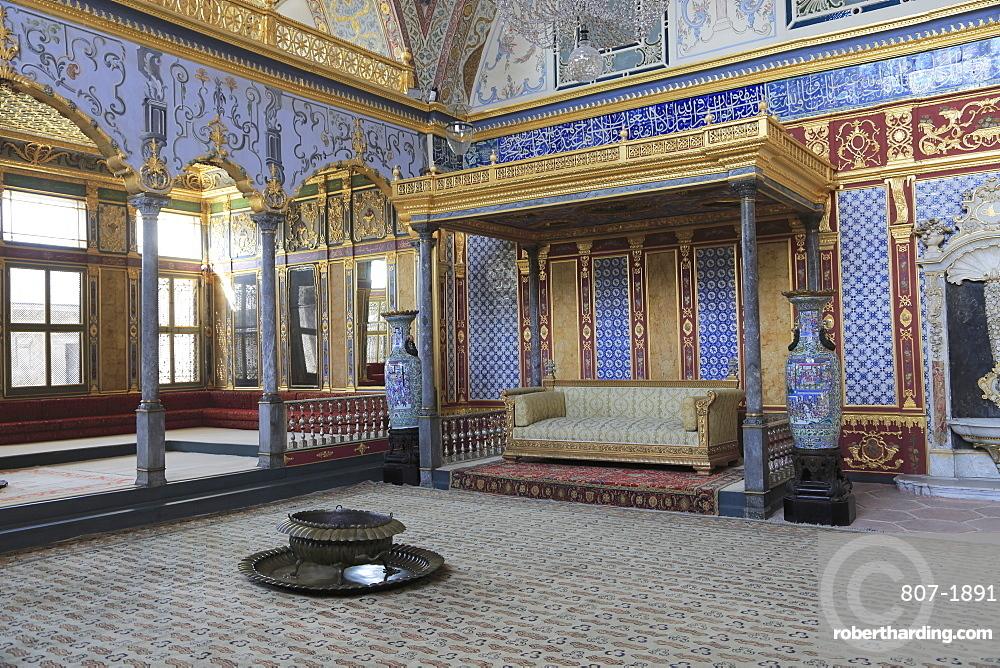 Imperial Hall, Throne Room, The Harem, Topkapi Palace, UNESCO World Heritage Site, Istanbul, Turkey, Europe