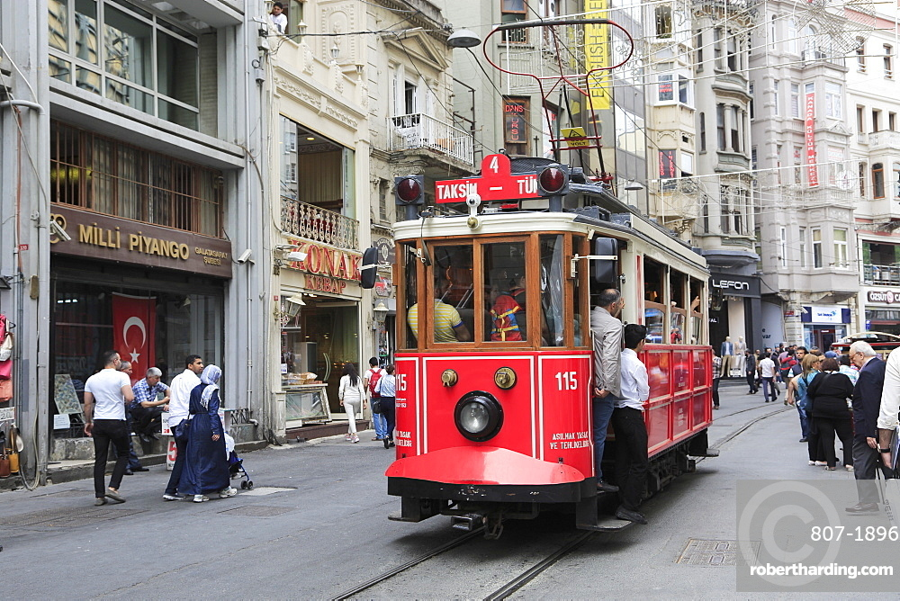 Historic Tram, Istiklal Caddesi, Main Shopping Street, Beyoglu District, Istanbul, Turkey, Europe