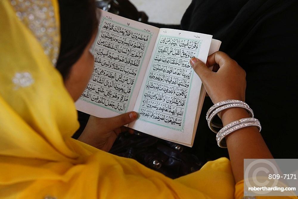 Woman reading Kuranic scriptures in Nizamuddin Dergah, Delhi, India, Asia
