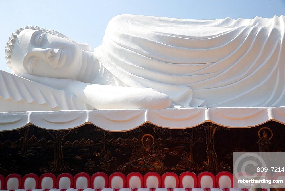 The Reclining Buddha, Chua Thien Lam pagoda, Tay Ninh, Vietnam, Indochina, Southeast Asia, Asia