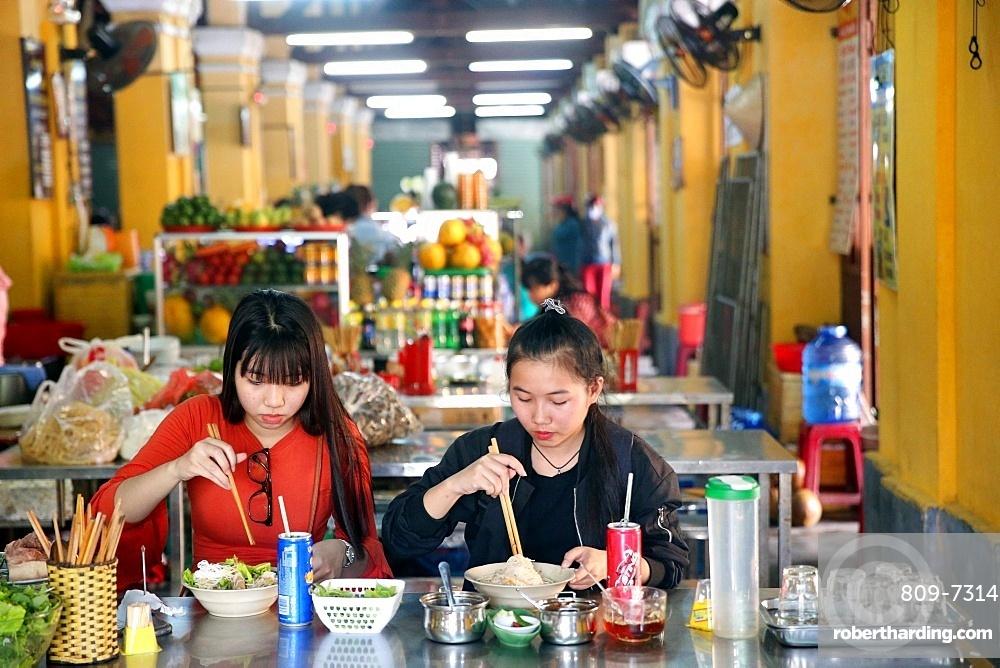 Vietnamese women eating breakfast with chopsticks, Hoi An, Vietnam, Indochina, Southeast Asia, Asia