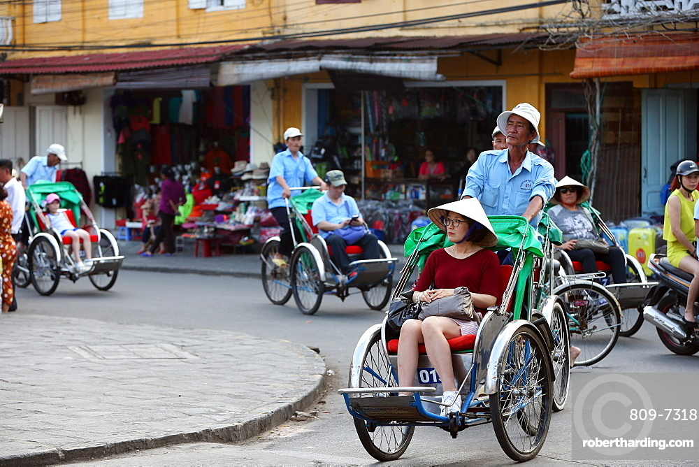 Transportation by cyclo, Vietnamese pedicab, Hoi An, Vietnam, Indochina, Southeast Asia, Asia