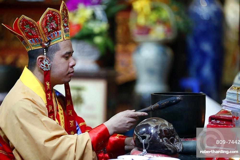 Buddhist ceremony, Ly Trieu Quoc Su Pagoda, Hanoi, Vietnam, Indochina, Southeast Asia, Asia