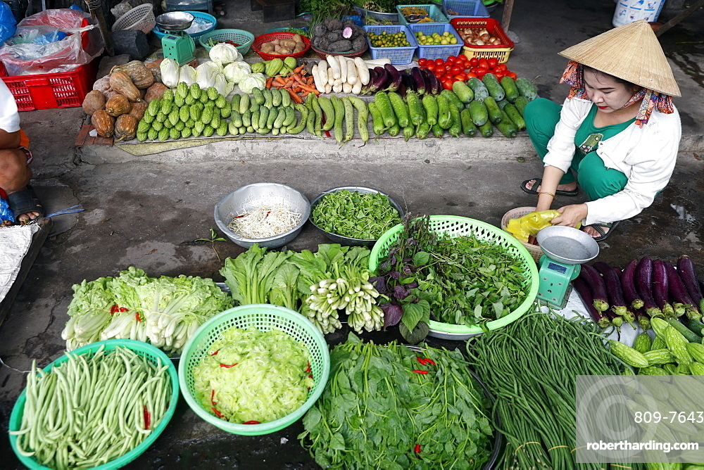 Vietnamese woman selling vegetables at market, Vung Tau, Vietnam, Indochina, Southeast Asia, Asia