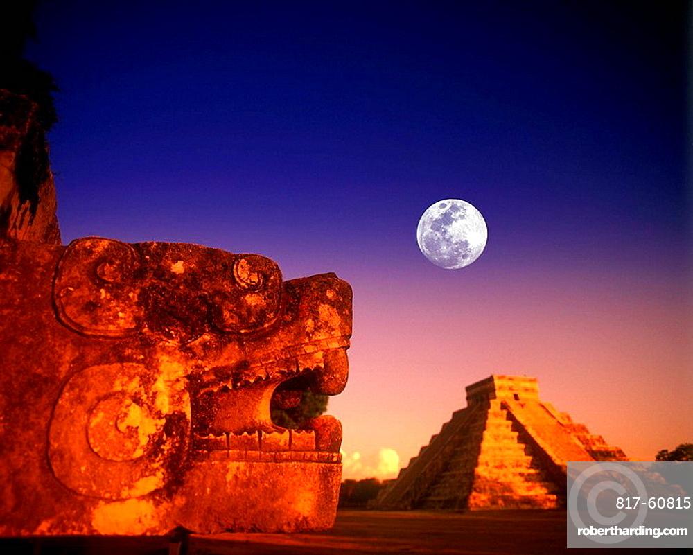 JAGUAR PLATFORM, EL CASTILLO KUKULKAN, PYRAMID CHICHEN ITZA, RUINS YUCATAN MEXICO