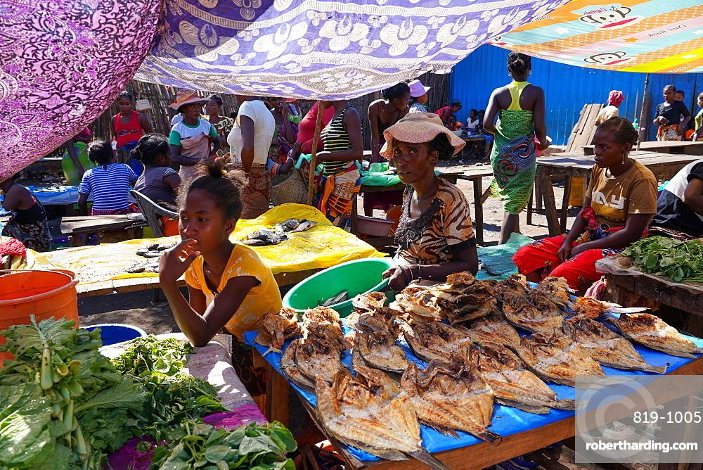 Weekly market at Belo sur Tsiribihina, Menabe region, Western Madagascar