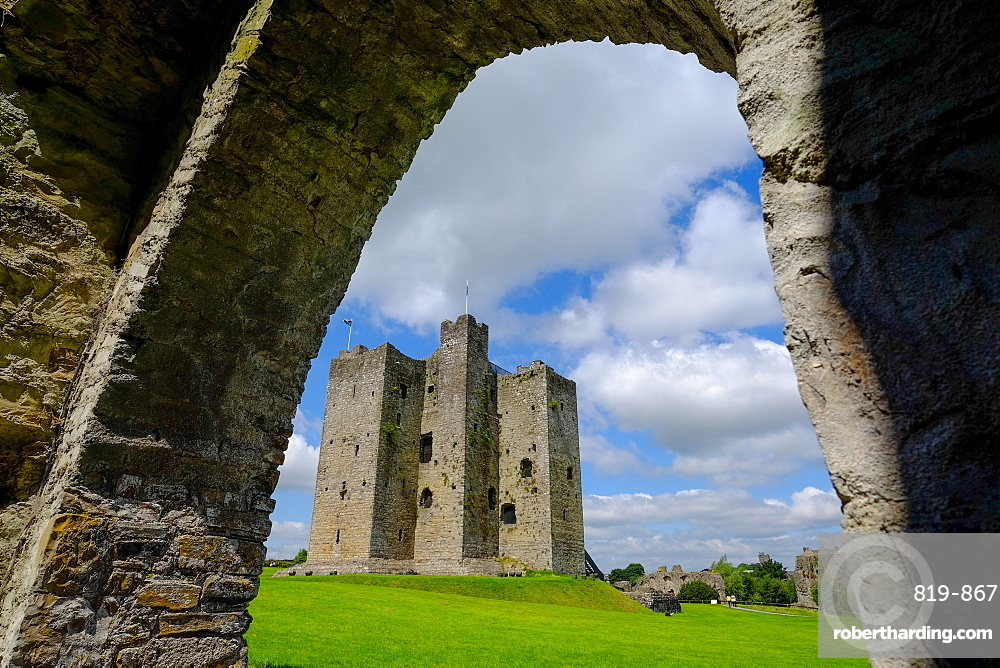 Trim Castle, Norman castle on the south bank of the River Boyne in Trim, County Meath, Leinster, Republic of Ireland, Europe
