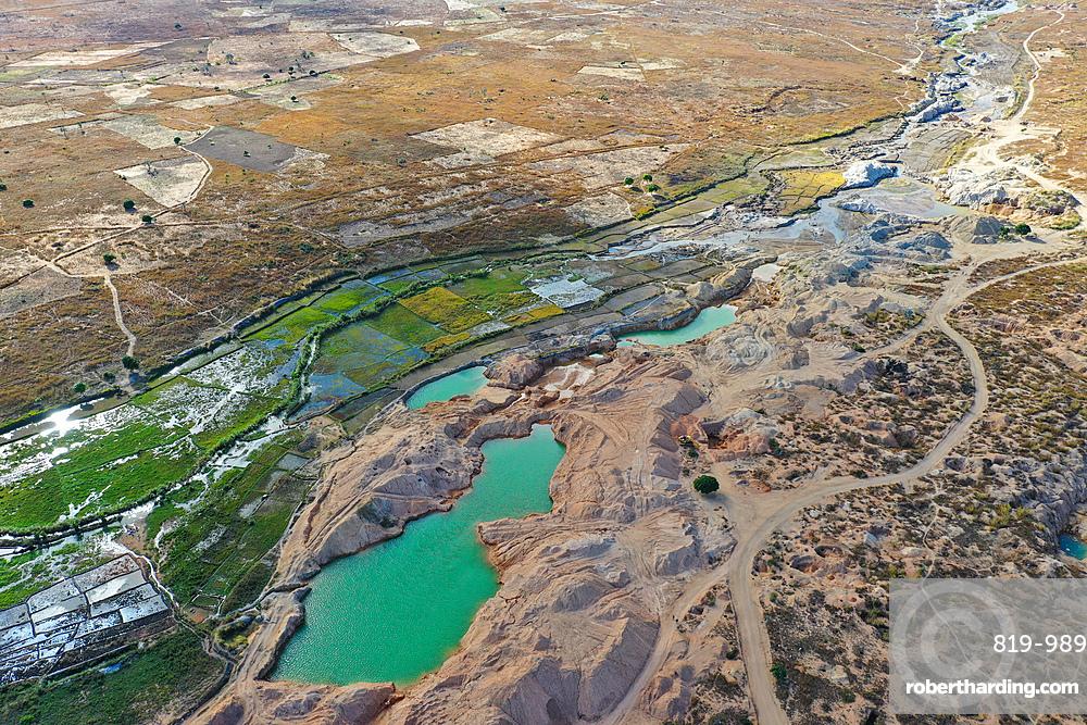 Ilakaka sapphire mine, one of Earth's largest known alluvial sapphire deposits, Ilakaka, Ihorombe Region, Madagascar, Africa