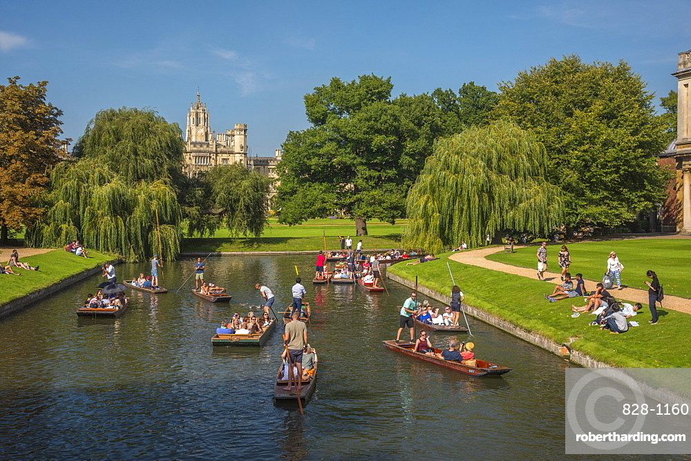 UK, England, Cambridgeshire, Cambridge, St. John's College and punting on River Cam, Punting