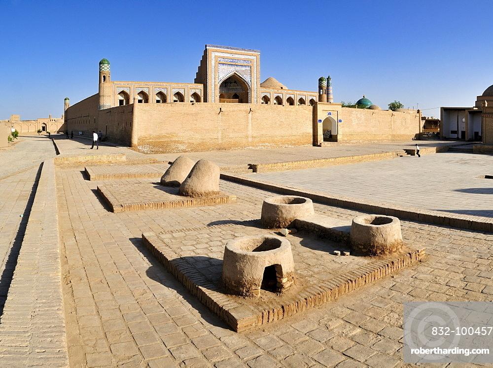 Muhammad Rakhim Chan Madrassah, Ichan Kala, historic adobe town of Khiva, Chiva, Silk Road, Unesco World Heritage Site, Uzbekistan, Central Asia