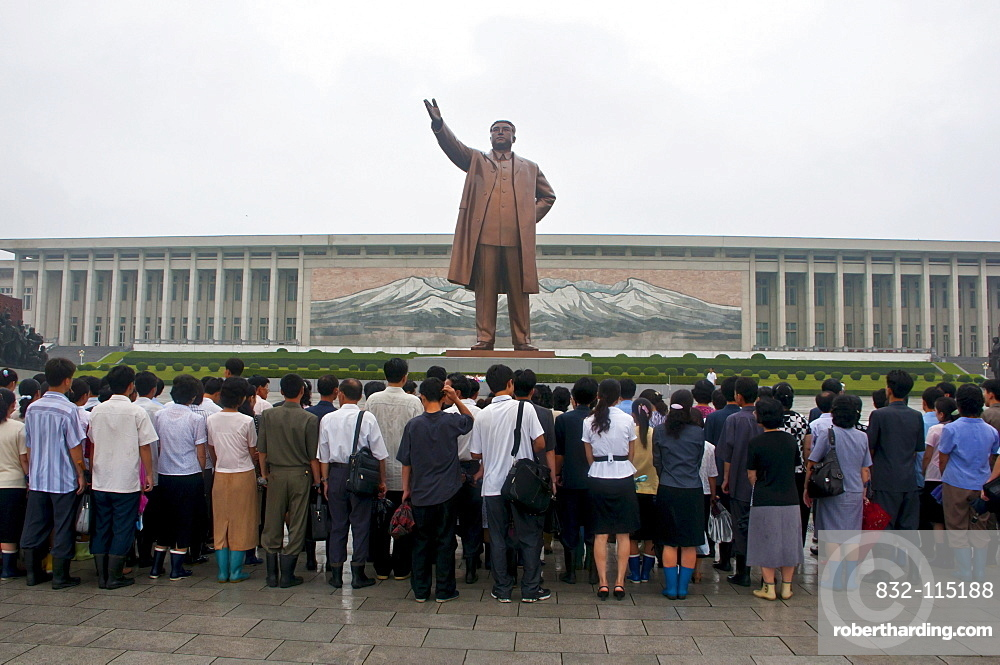Visitors at the Kim Il Sung Monument on Mansu Hill, Pyongyang, North Korea, Asia