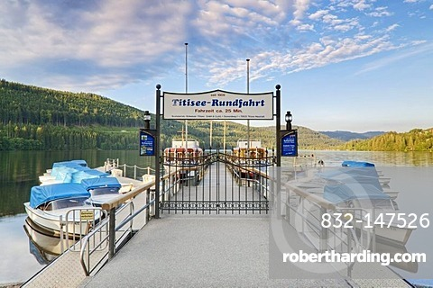 Lake Titisee, Titisee-Neustadt, Black Forest, Baden-Wuerttemberg, Germany, Europe