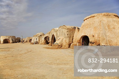 Desert city - location of star wars - episode I in the Sahara, Tozeur, Tunisia