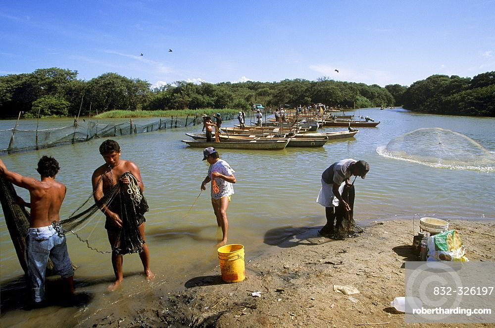Fishermen, Laguna de Unare, El Hatillo, Anzoategui, Venezuela, South America