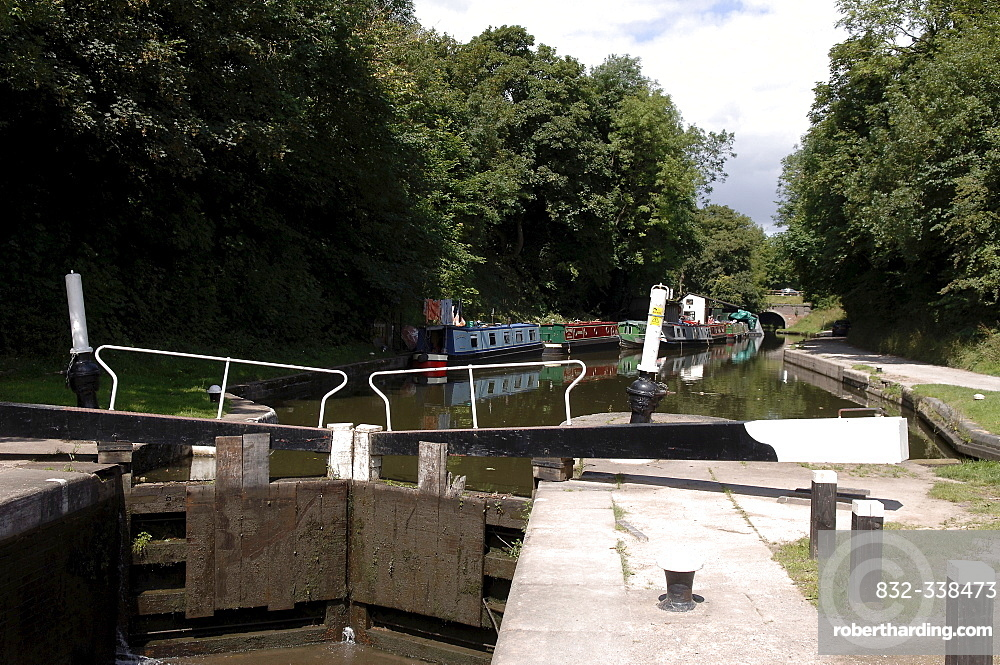 Lock and houseboats in a canal in Knowle, West Midlands, England, Great Britain, Europe