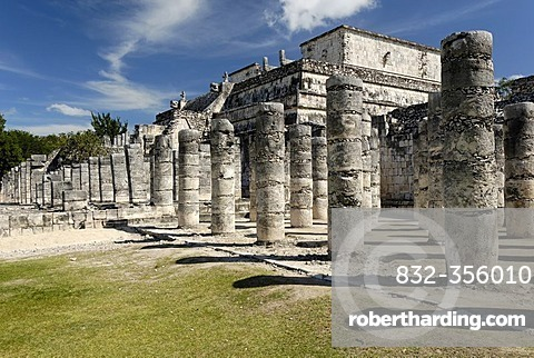 Templo de los Guerreros, temple of the warriors, Maya and Toltec archeological site Chichen Itza, new worldwonder, Yucatan, Mexico