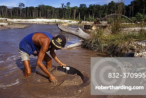 Man panning for gold, Icabarú, Gran Sabana, Venezuela, South America