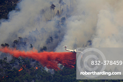 Fire extinction, firefighting aircraft Dash 8 Q400 MR, French Sécurité Civile, dropping extinguishing agent, large-scale forest fire in Castellar, Maritime Alps, Provence-Alpes-Côte d'Azur, France, Europe