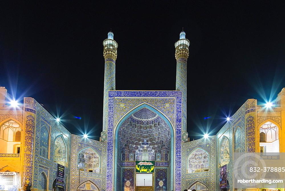 Masjed-e Shah or Shah Mosque at night, Naqsh-e Jahan or Imam Square, Esfahan, Iran, Asia