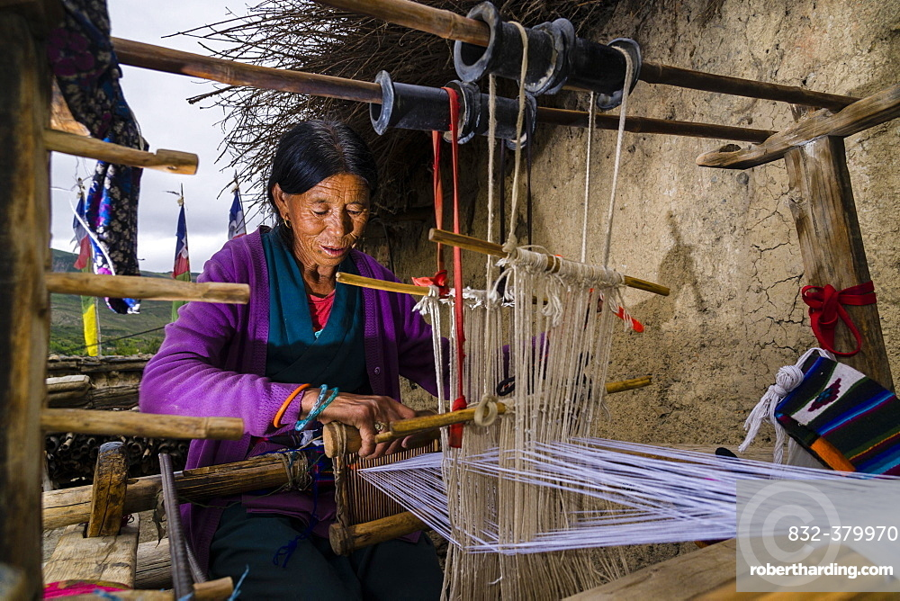 Native woman weaving material on loom, open air, Jhong, Mustang District, Nepal, Asia