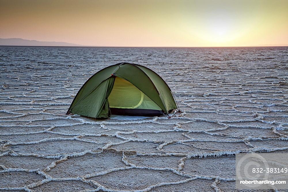 Tent in Dasht-e Kavir or Great Salt Desert, Marenjab, Maranjab, Semnan Province, Iran, Asia