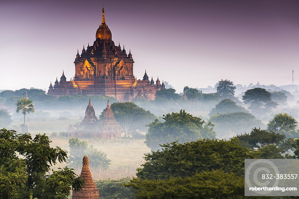Temples in the morning mist, stupas and pagodas in the temple complex of the Plateau of Bagan, Mandalay Division, Myanmar or Burma