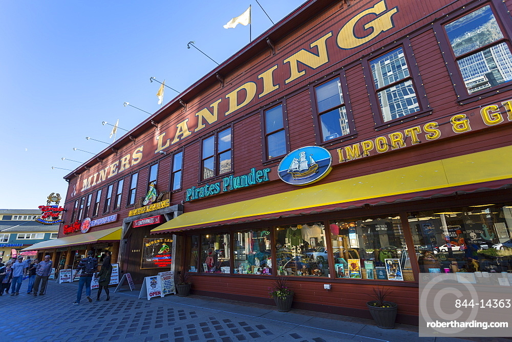 Miners Landing shops on Pier 67Pier 56 on Alaskan Way, Downtown, Seattle, Washington, USA, North America