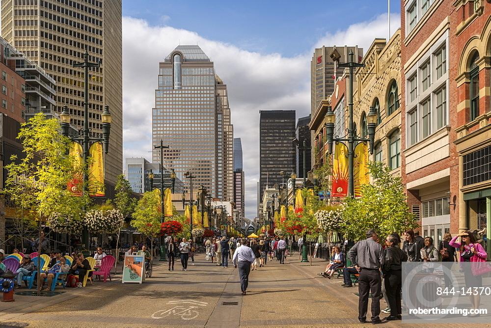 Shoppers on Stephen Avenue Walk, Downtown, Calgary, Alberta, Canada, North America