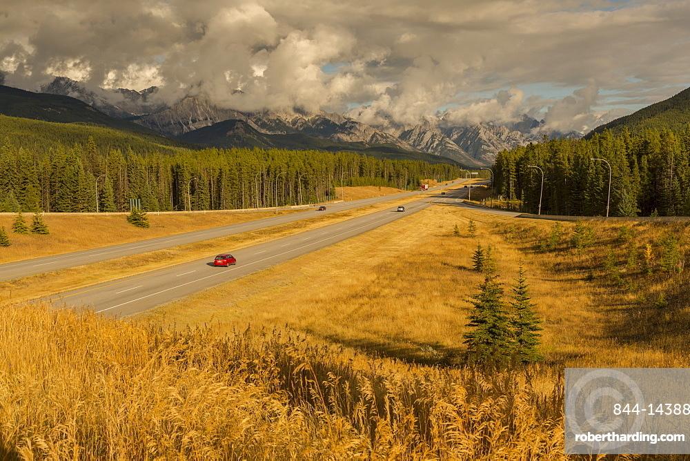Traffic on Trans Canada Highway 1, Canadian Rockies, Banff National Park, UNESCO World Heritage Site, Alberta, Canada, North America